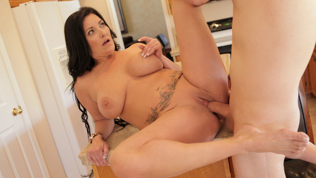 Mature mom shows what