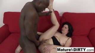 Kinky Mature gets a creampie in her pussy